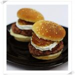 Mini Hamburguesas Caseras con Cebolla Caramelizada y Queso de Cabra